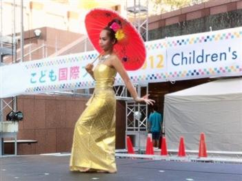 2012.08.26InternationalChildrensFesta01